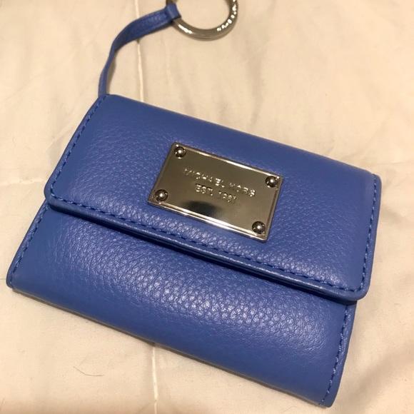 1e1296c8d2fe Michael Kors keychain wallet. M 5ac0533c05f430959daf1a89